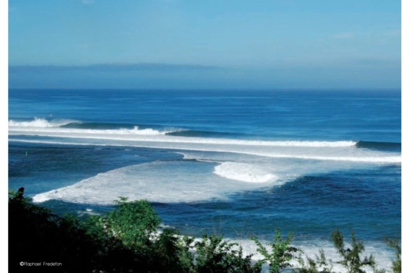 One of my favourite left in Saint-Leu (Reunion Island) Imagine the endless sessions with my friends with no fear, just good vibes @dodosland.com